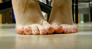 Ноги на ламинате