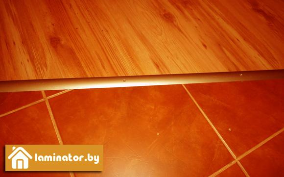 класть плитку на деревянный пол